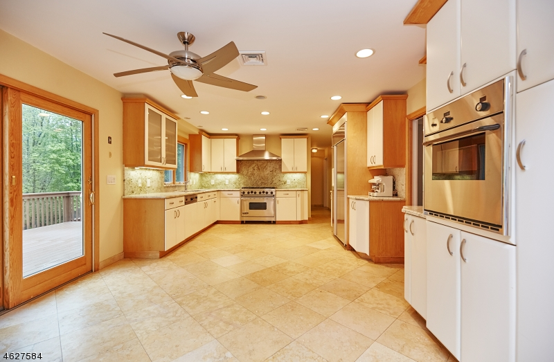 Additional photo for property listing at 97 Helen Court  富兰克林湖, 新泽西州 07417 美国