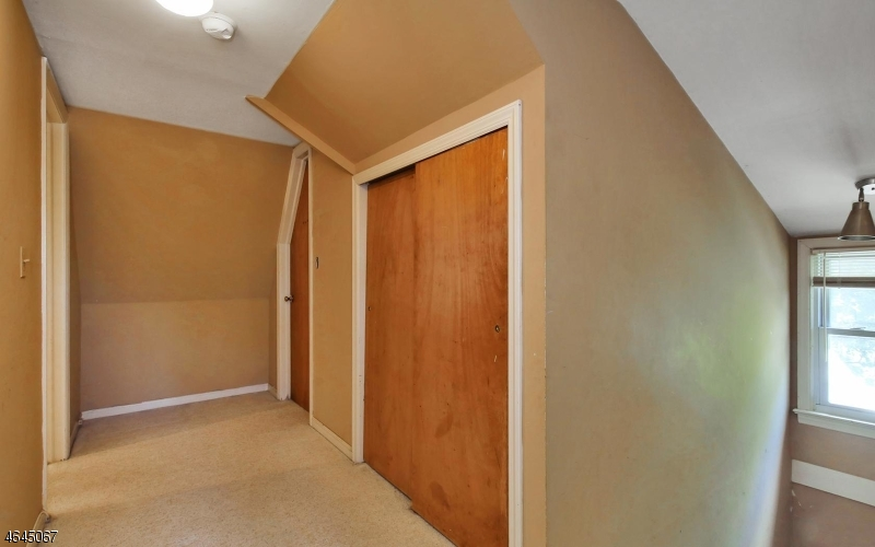 Additional photo for property listing at 530 Goffle Road  Hawthorne, New Jersey 07506 United States