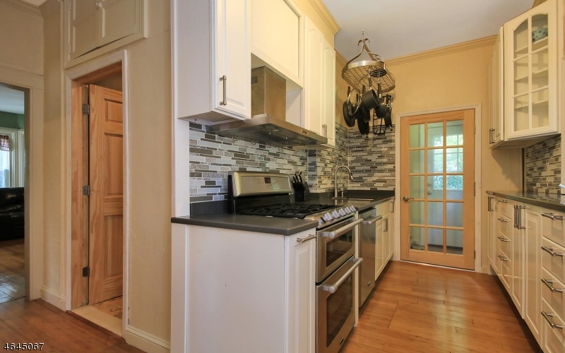 Additional photo for property listing at 530 Goffle Road  Hawthorne, New Jersey 07506 États-Unis