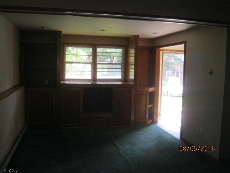Additional photo for property listing at 222 W End Avenue  Hopatcong, 新泽西州 07843 美国