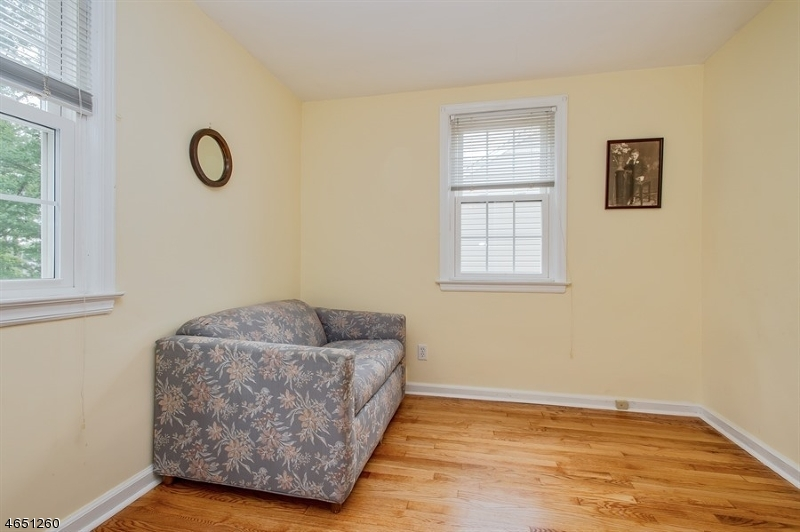 Additional photo for property listing at 93 Darling Avenue  Bloomfield, New Jersey 07003 États-Unis