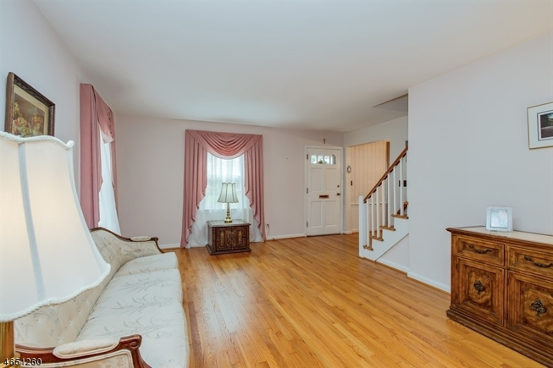 Additional photo for property listing at 93 Darling Avenue  Bloomfield, Нью-Джерси 07003 Соединенные Штаты