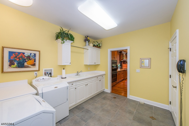 Additional photo for property listing at 8 Melrose Lane  Chatham, New Jersey 07928 États-Unis
