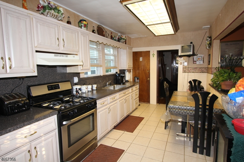 Additional photo for property listing at 131 Oakland Ter  Newark, New Jersey 07106 États-Unis