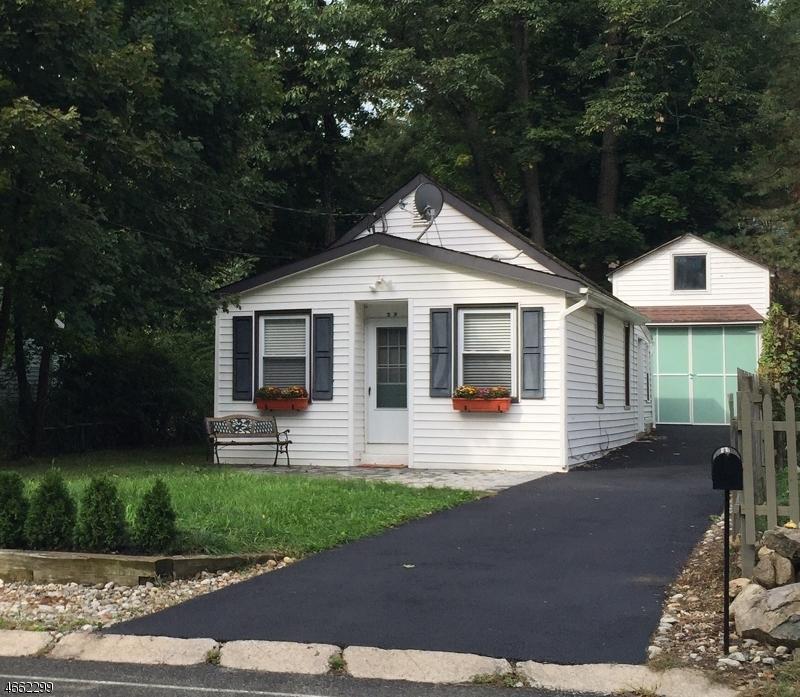 Maison unifamiliale pour l Vente à 32 Schwarz Blvd Lake Hopatcong, New Jersey 07849 États-Unis