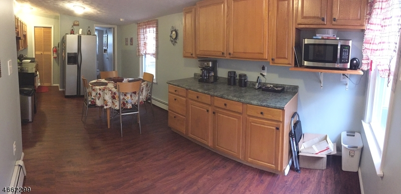 Additional photo for property listing at 32 Schwarz Blvd  Lake Hopatcong, New Jersey 07849 États-Unis