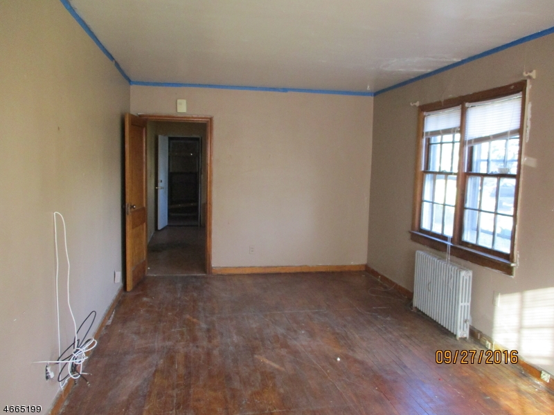 Additional photo for property listing at 604 Chandler Avenue  Linden, Нью-Джерси 07036 Соединенные Штаты