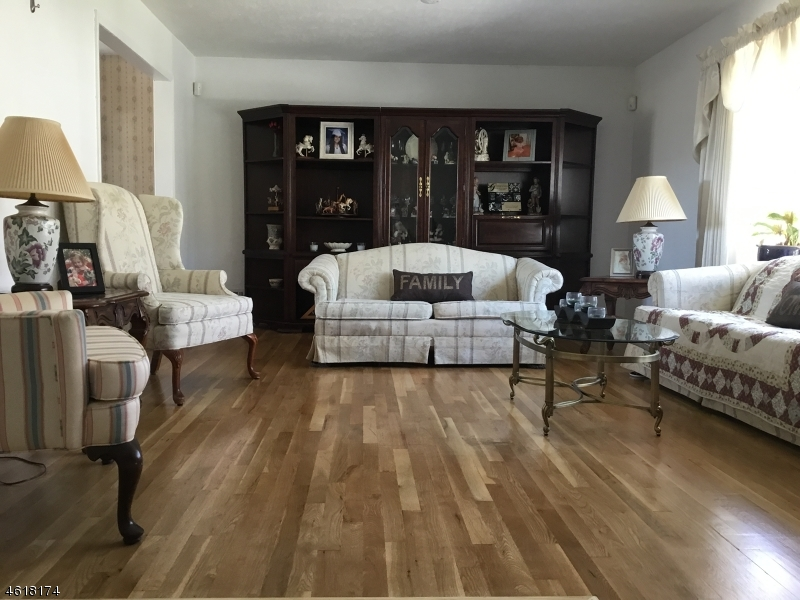 Additional photo for property listing at 7 Lord Stirling Drive  Parsippany, New Jersey 07054 États-Unis