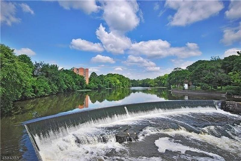 独户住宅 为 出租 在 240 Main St, UNIT 106 小瀑布市, 新泽西州 07424 美国
