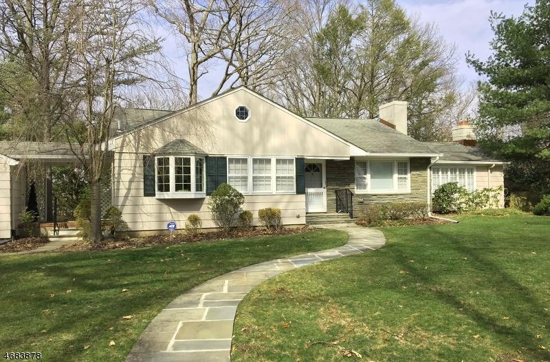 Maison unifamiliale pour l Vente à 25 Grove Street Caldwell, New Jersey 07006 États-Unis