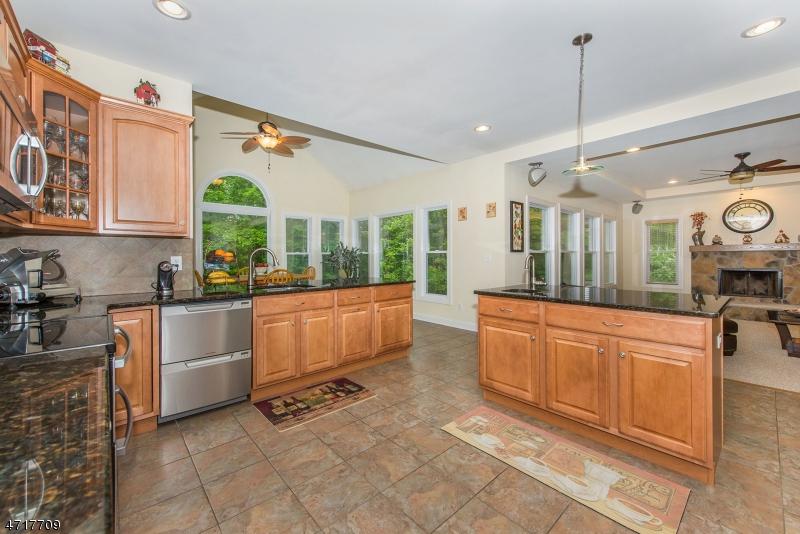 独户住宅 为 销售 在 22 Fawn Hollow Drive 牛顿, 07860 美国