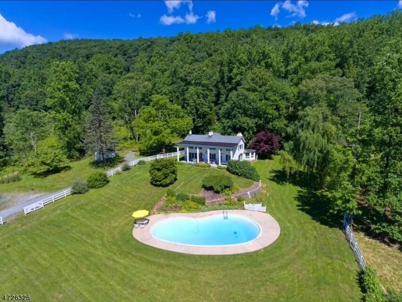 独户住宅 为 销售 在 791 Jackson Valley Road Mansfield, 07863 美国
