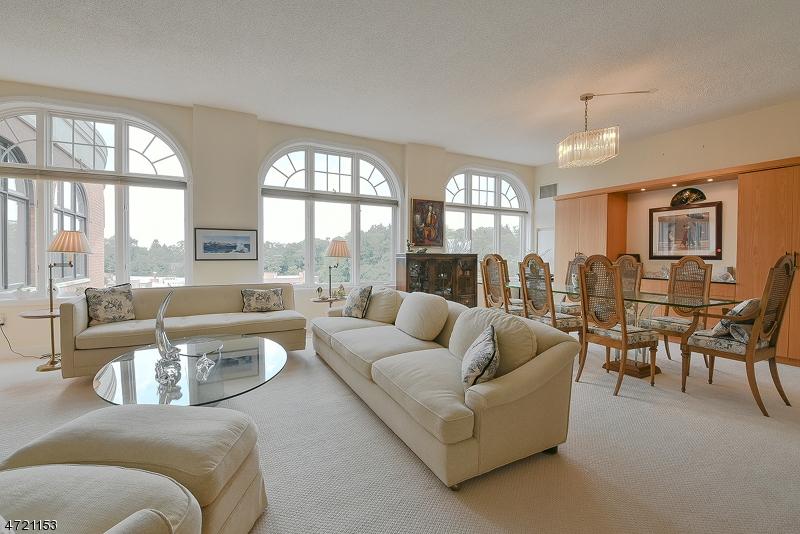 Частный односемейный дом для того Продажа на 616 S ORANGE AVE, PH4 Maplewood, Нью-Джерси 07040 Соединенные Штаты