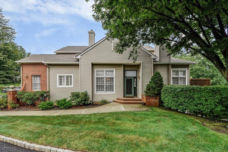 Maison unifamiliale pour l à louer à 20 Conklin Ct, C0090 Roseland, New Jersey 07068 États-Unis