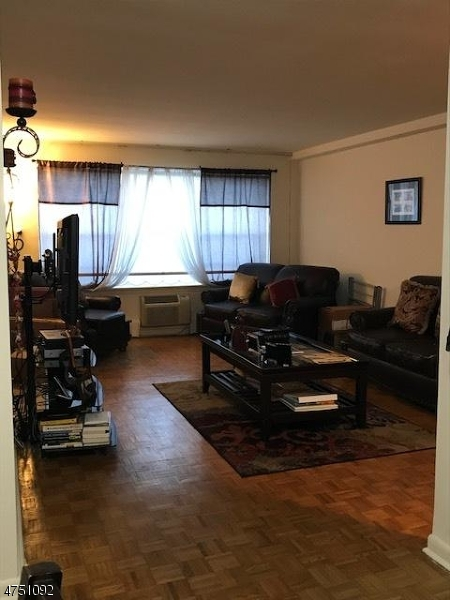 Casa Unifamiliar por un Alquiler en 860 Main Street Hackensack, Nueva Jersey 07601 Estados Unidos