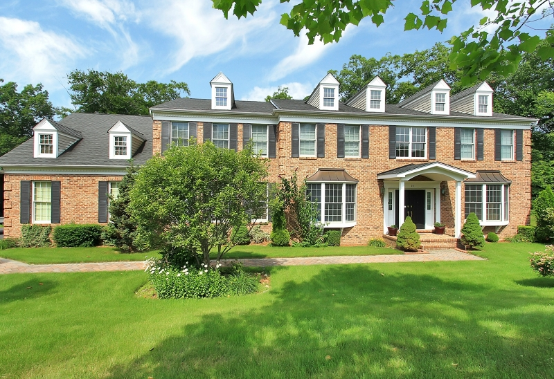 Single Family Home for Sale at 15 Mulholland Drive Woodcliff Lake, New Jersey 07677 United States