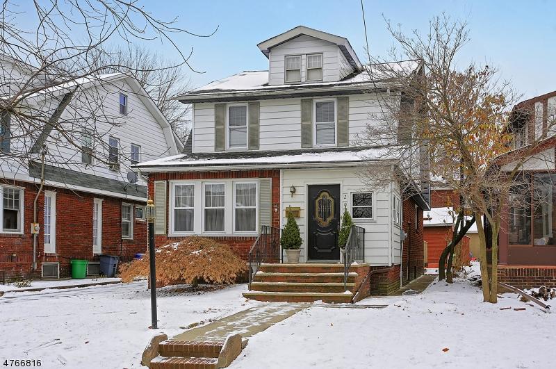 Einfamilienhaus für Verkauf beim 205 Raymond Avenue 205 Raymond Avenue Nutley, New Jersey 07110 Vereinigte Staaten