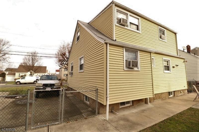 واحد منزل الأسرة للـ Sale في 159 Edison Street 159 Edison Street Clifton, New Jersey 07013 United States