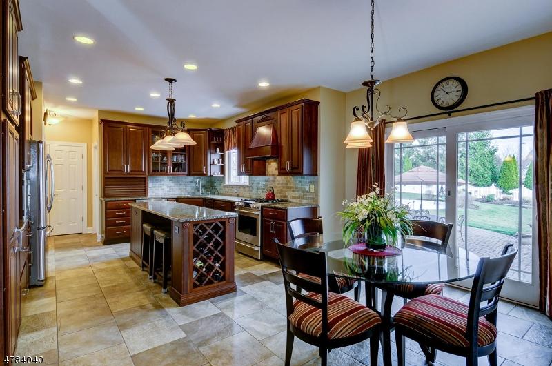 Maison unifamiliale pour l Vente à 105 BOWMAN Court Branchburg, New Jersey 08876 États-Unis