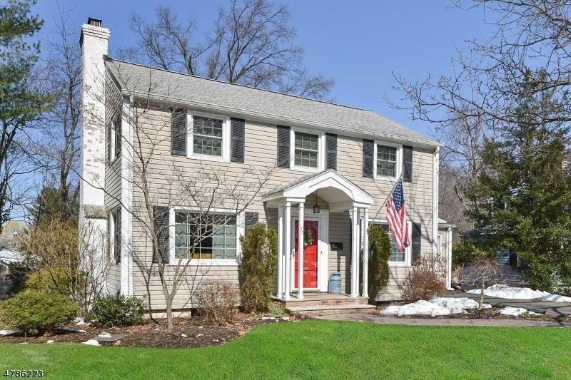 Maison unifamiliale pour l Vente à 77 Jacobus Avenue Little Falls, New Jersey 07424 États-Unis