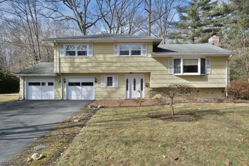 Nhà ở một gia đình vì Bán tại 5 Ceely Court 5 Ceely Court Allendale, New Jersey 07401 Hoa Kỳ