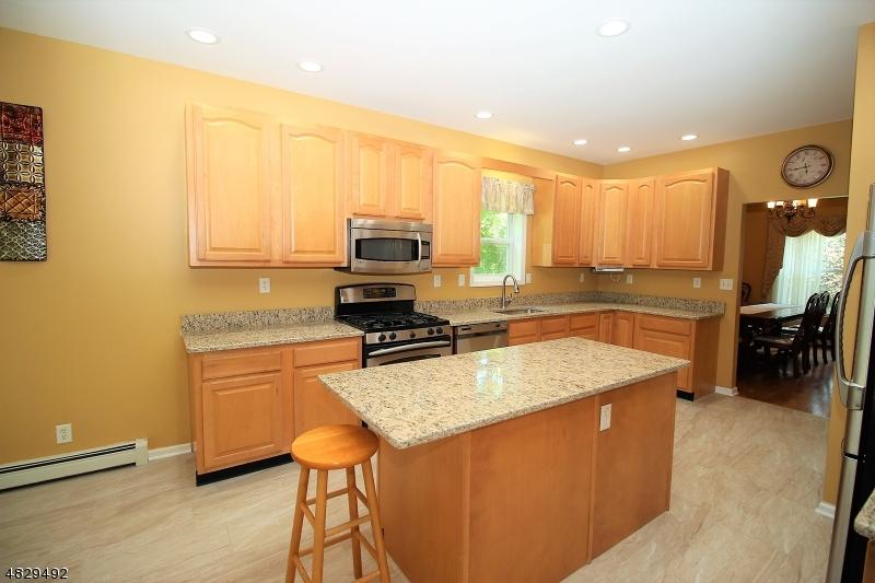 独户住宅 为 销售 在 27 MASE Road Jefferson Township, 新泽西州 07849 美国