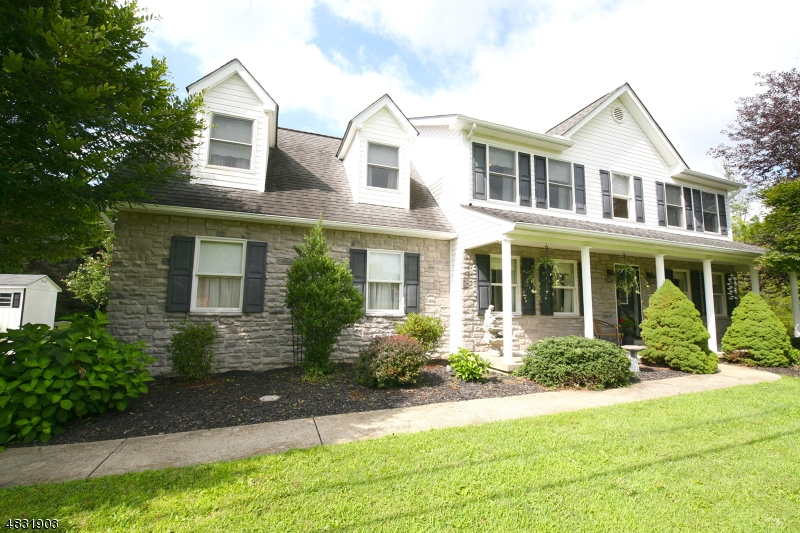 Casa para uma família para Venda às 2929 Whitetail Deer Drive Bath, Pensilvânia 18014 Estados Unidos