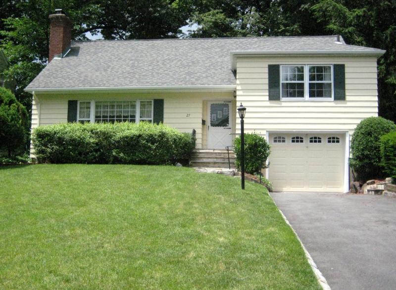 Maison unifamiliale pour l à louer à 27 WOODLAND Road Millburn, New Jersey 07078 États-Unis