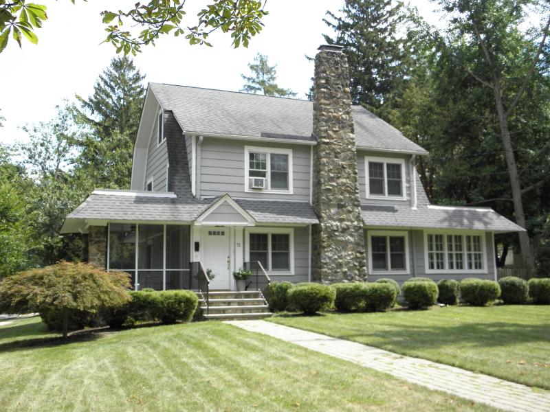 Einfamilienhaus für Mieten beim 72 Elmwood Avenue Chatham, New Jersey 07928 Vereinigte Staaten