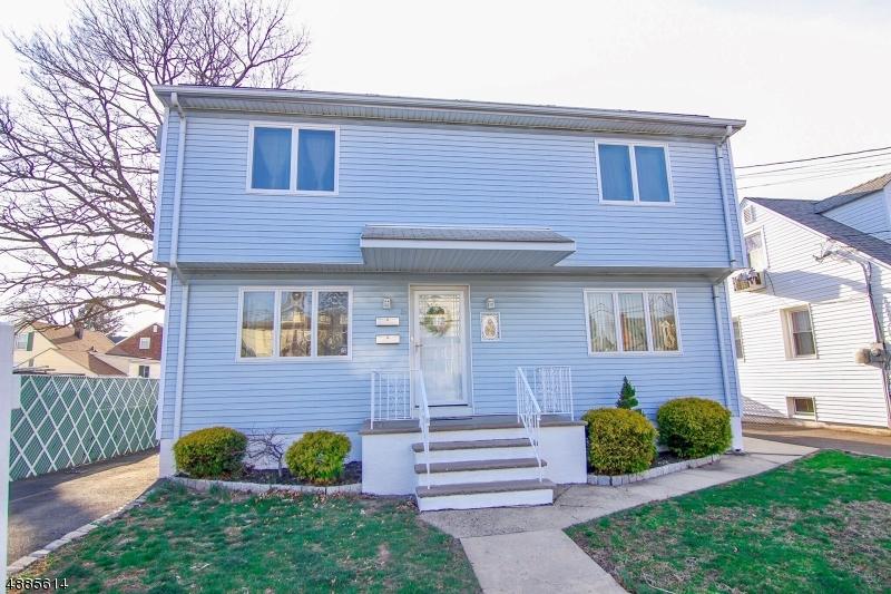 Многосемейный дом для того Продажа на 17 CENTER Street Belleville, Нью-Джерси 07109 Соединенные Штаты