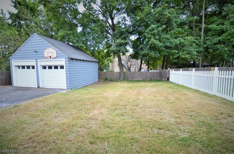 Additional photo for property listing at  Millburn, New Jersey 07041 United States