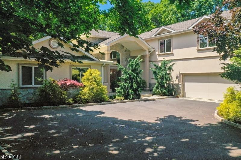 Single Family Homes pour l Vente à North Caldwell, New Jersey 07006 États-Unis