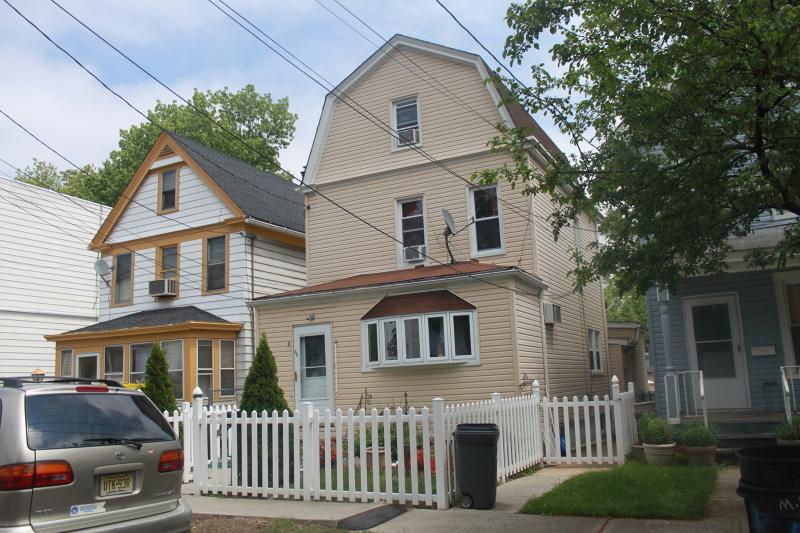 Частный односемейный дом для того Продажа на 50 Liberty Street West Orange, Нью-Джерси 07052 Соединенные Штаты