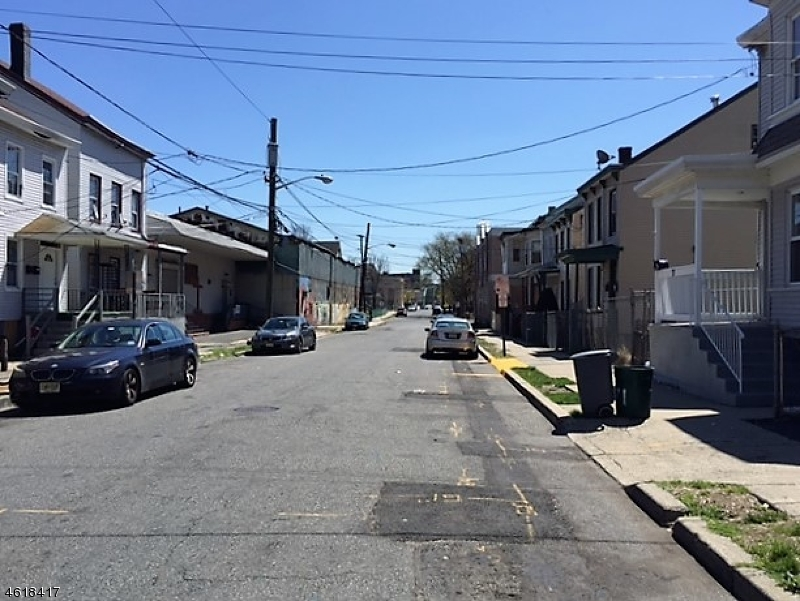 Additional photo for property listing at 75 Arch Street  Paterson, New Jersey 07522 United States