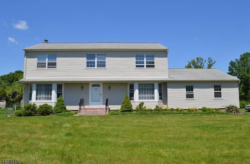 Частный односемейный дом для того Продажа на 3 Trinity Place East Hanover, 07936 Соединенные Штаты