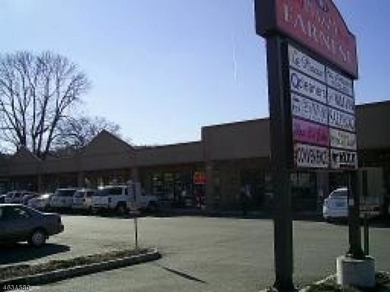 Commercial pour l Vente à 101 Newark Pompton Tpke Little Falls, New Jersey 07424 États-Unis