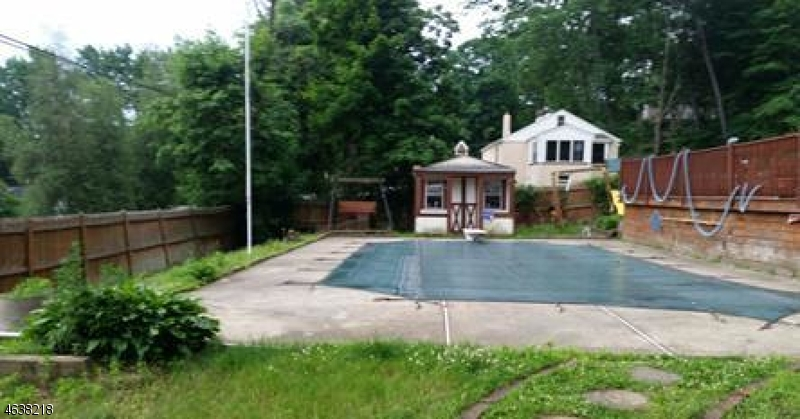 Additional photo for property listing at 92 Vreeland Avenue  Bloomingdale, Nueva Jersey 07403 Estados Unidos