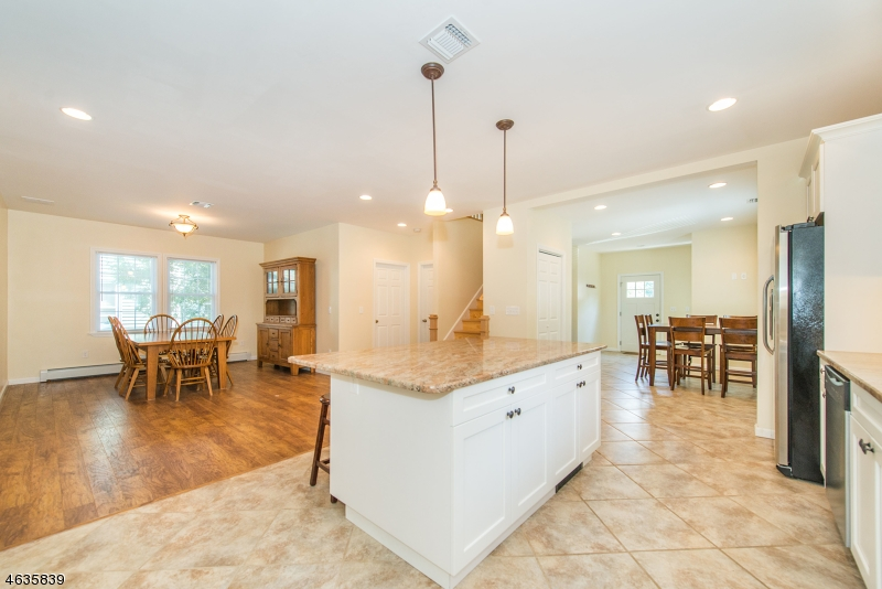 Additional photo for property listing at 14 Leary Avenue  Bloomingdale, New Jersey 07403 États-Unis