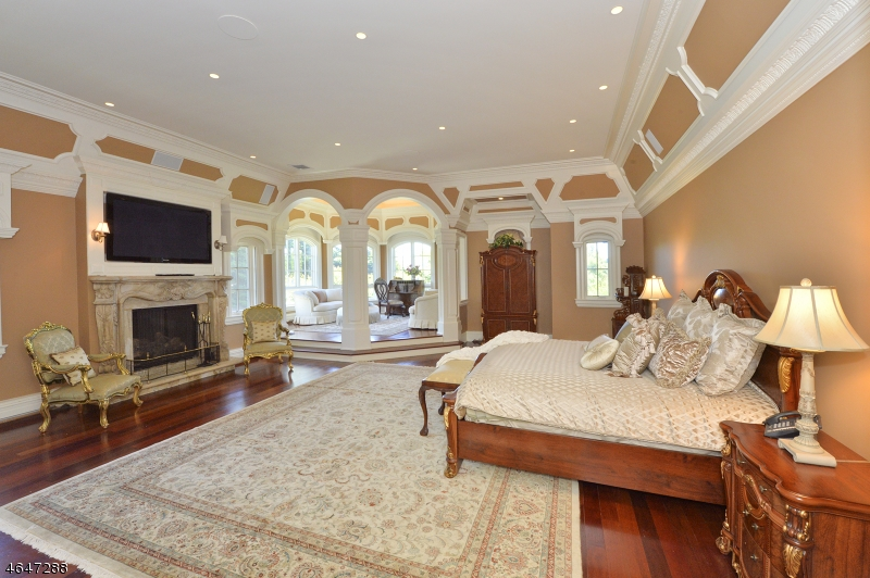 Additional photo for property listing at 22 Tudor Rose Ter  Mahwah, New Jersey 07430 États-Unis