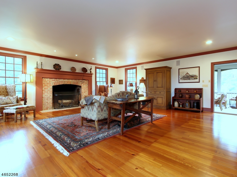 Additional photo for property listing at 117 Upper Kingtown Road  Pittstown, New Jersey 08867 États-Unis
