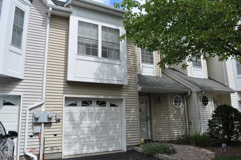 Additional photo for property listing at 15 Helen Way  Berkeley Heights, Нью-Джерси 07922 Соединенные Штаты