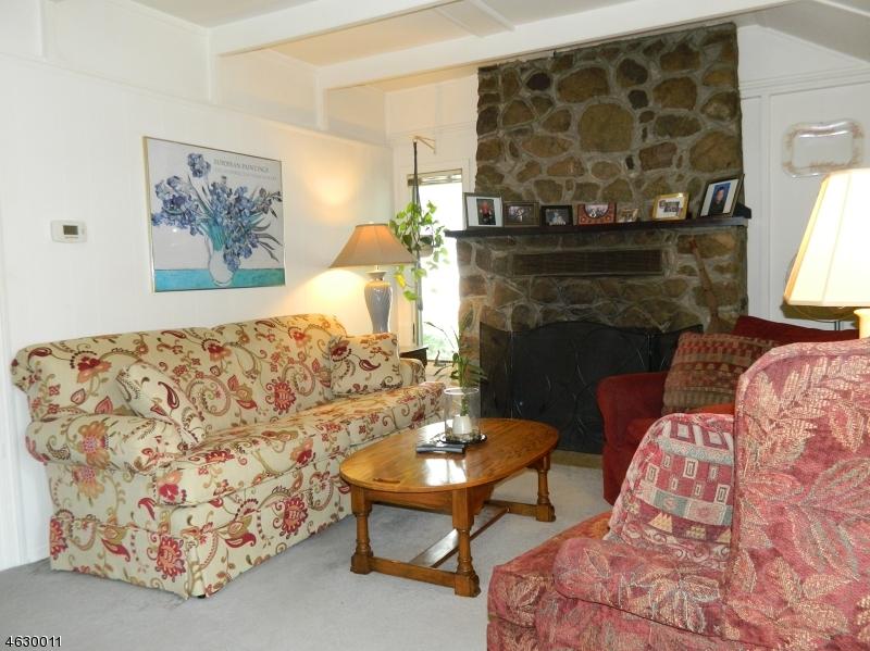 Частный односемейный дом для того Продажа на 154 Lakeside Dr W Belvidere, Нью-Джерси 07823 Соединенные Штаты