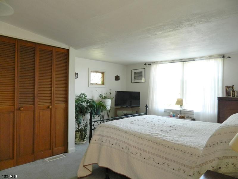 Additional photo for property listing at 154 Lakeside Dr W  Belvidere, Нью-Джерси 07823 Соединенные Штаты