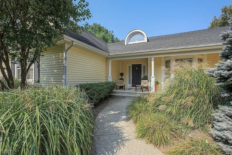 Casa Unifamiliar por un Venta en 104 Sturbridge Circle Wayne, Nueva Jersey 07470 Estados Unidos