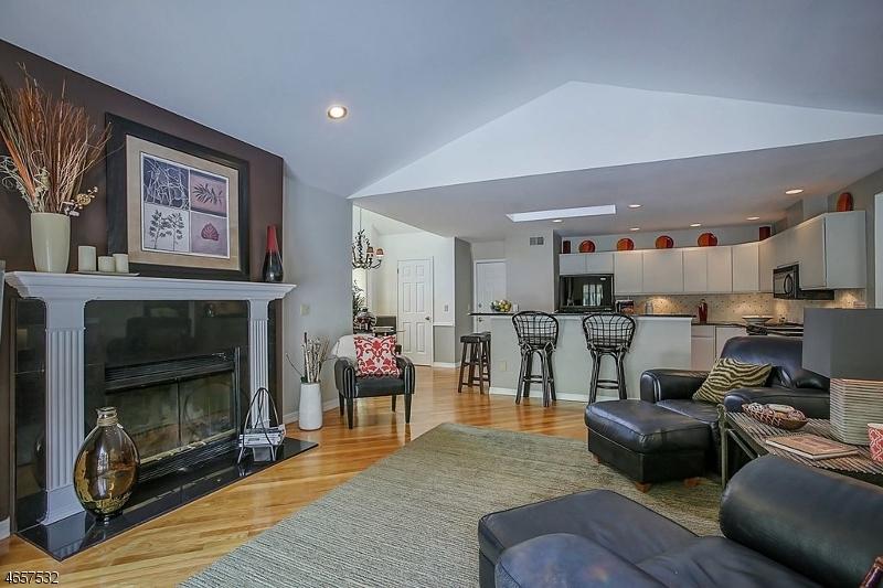 Additional photo for property listing at 104 Sturbridge Circle  Wayne, Nueva Jersey 07470 Estados Unidos