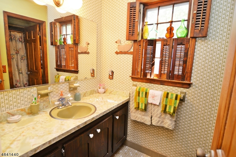 Additional photo for property listing at 8 Providence Street  New Providence, New Jersey 07974 États-Unis
