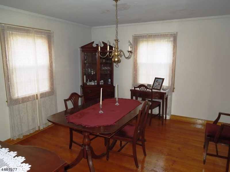 Additional photo for property listing at 212 Swarthmore Road  Linden, Нью-Джерси 07036 Соединенные Штаты