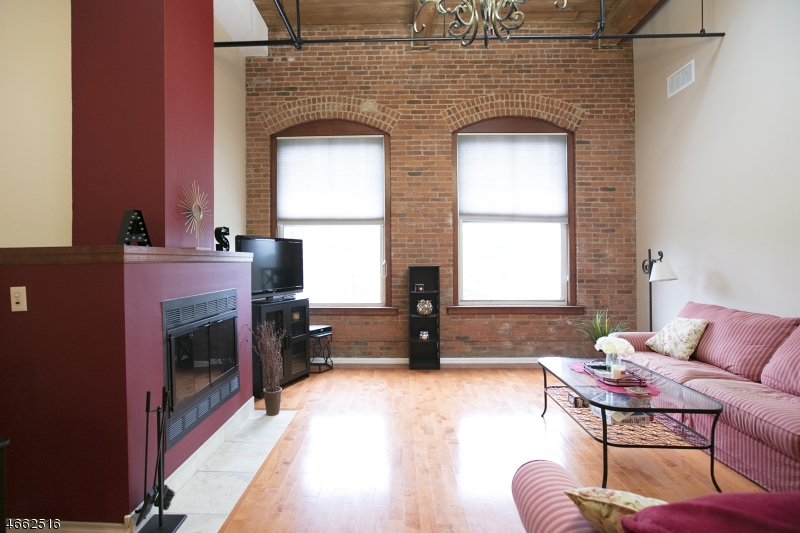独户住宅 为 出租 在 220 Main St, UNIT 305 小瀑布市, 07424 美国