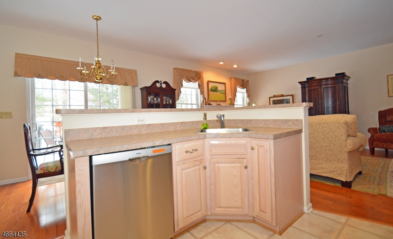 Additional photo for property listing at 24 Westgate Drive  Annandale, New Jersey 08801 États-Unis