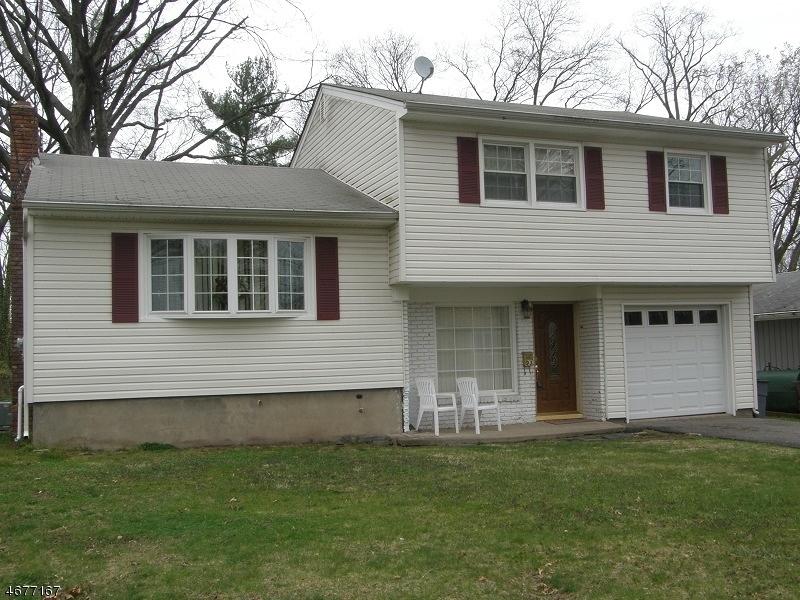 Maison unifamiliale pour l à louer à 93 Rutgers Place Clifton, New Jersey 07013 États-Unis